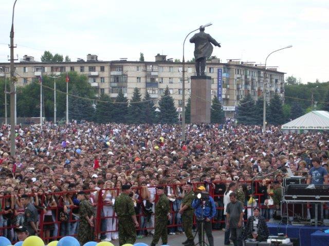День города. Концерты звед на городской площади